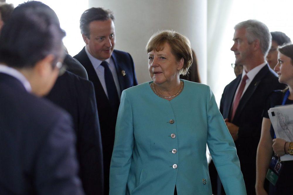 MERKELOVA: G7 ne planira da ukine sankcije Rusiji