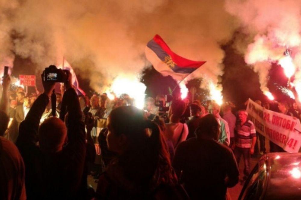 (FOTO) PROTEST DEMOKRATSKOG FRONTA: Podgoricom odjekuje Milo lopove!