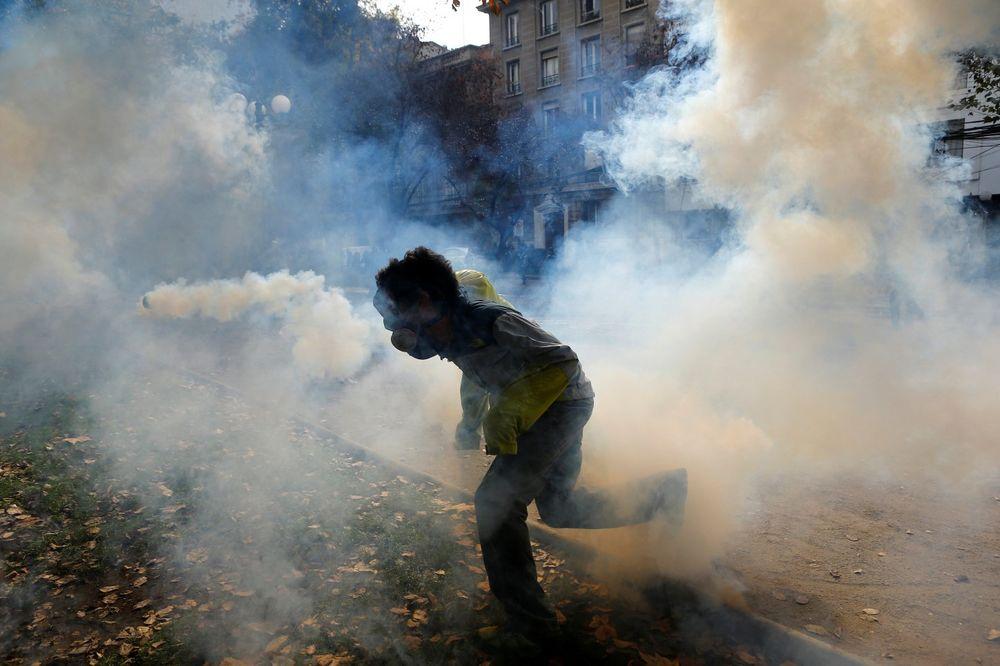 KAMENICAMA NA POLICAJCE Čileanski studenti: Sve nas je više i sve smo jači