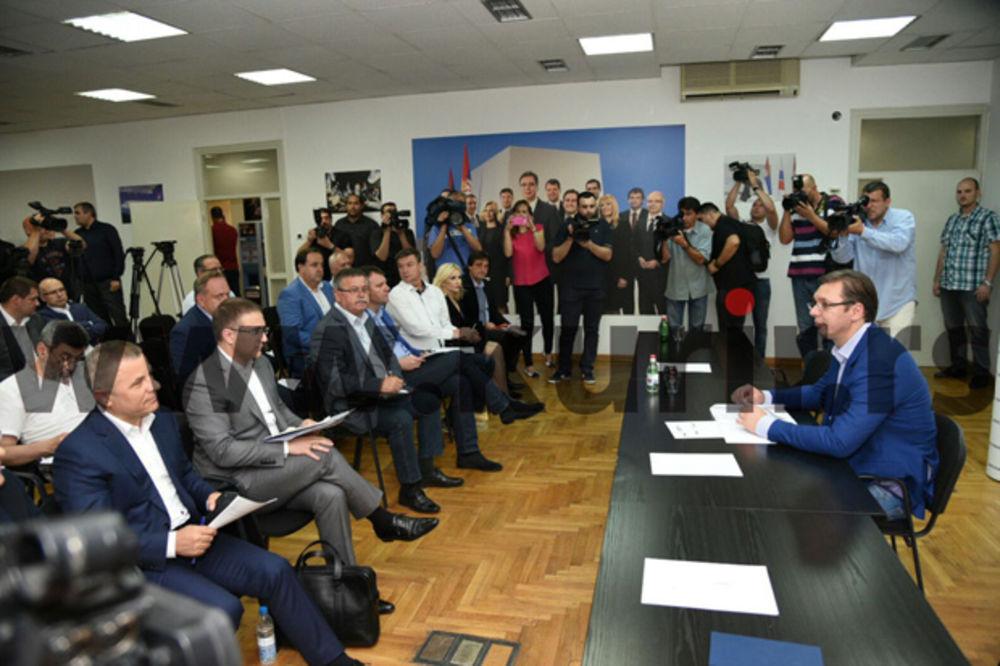 FOTO SEDNICA PREDSEDNIŠTVA SNS: Počelo zasedanje, Vučić se obratio vrhu stranke