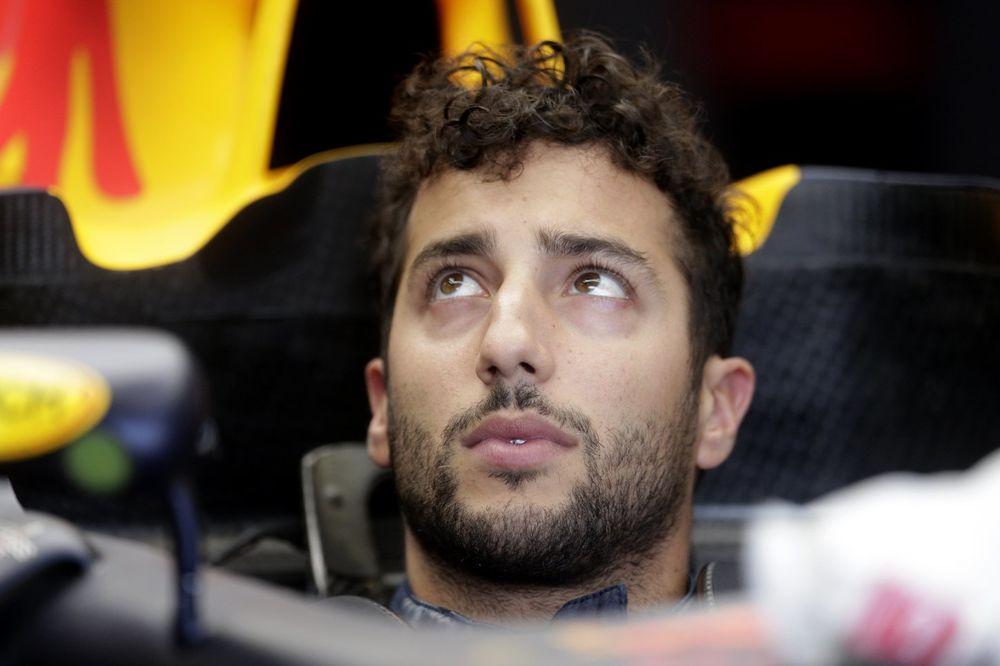(VIDEO) SKANDAL U MONAKU: Rikardo pokazao srednji prst Raikonenu tokom trke Formule 1