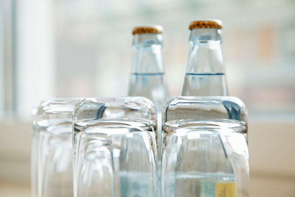 VELIKI RIZIK: Evo zašto nikako ne treba da koristite čaše iz hotelskih soba