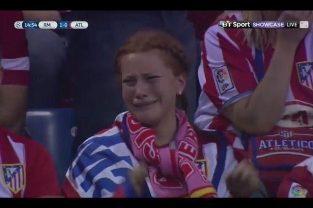 (VIDEO) TO JE STRAST: Pogledajte kako navijačica Atletika plače zbog primljenog gola u finalu LŠ