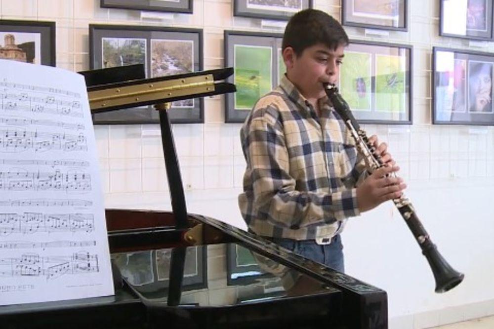 ODUŠEVLJAVA TALENTOM: Jedanaestogodišnji Aleksa majstor na klarinetu