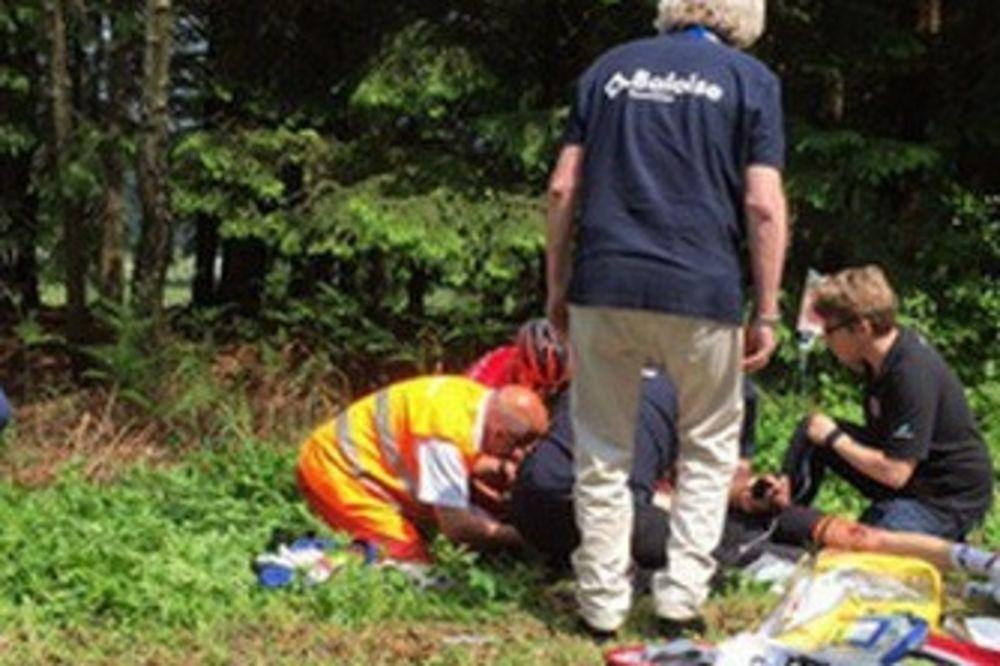 (VIDEO) UŽAS NA TRCI: Belgijski biciklista završio u kome posle sudara sa motorom!