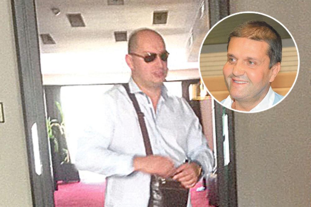 ŠARIĆEVOM BRATU MAZNULI CIPELE Izbezumljen šetao u belim čarapama po hotelu! FOTO