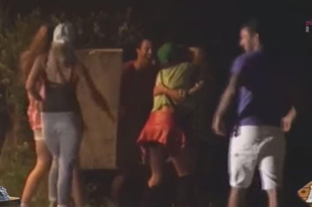 (VIDEO) FILIP SE GRUBO NAŠALIO SA ŽENAMA: Evo šta im je uradio usred noći