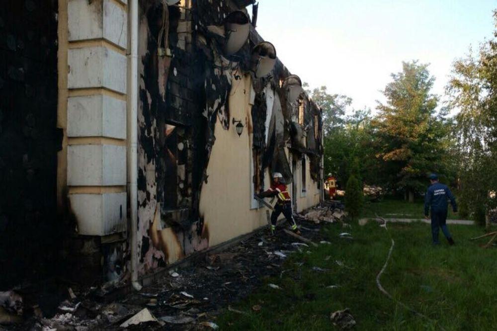 (FOTO) POŽAR U STARAČKOM DOMU U KIJEVU: Stradalo najmanje 17 osoba!
