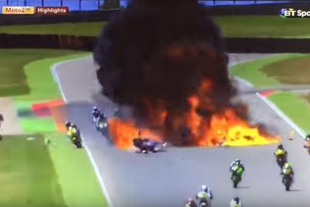 (VIDEO) VELIKA EKSPLOZIJA: Pogledajte kako su motociklisti prolazili kroz vatru na stazi