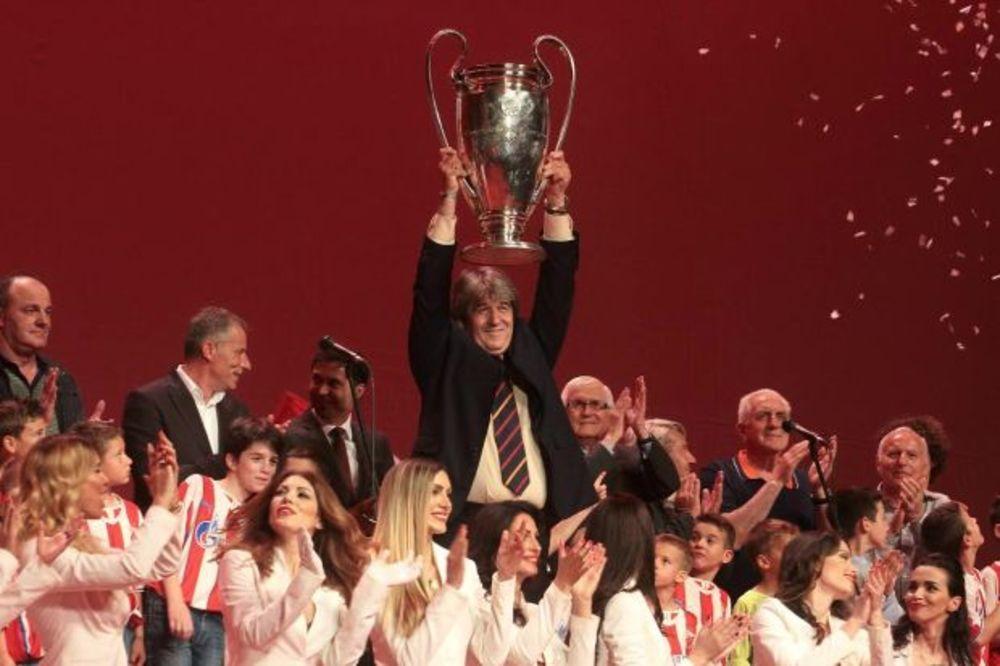 (KURIR TV) SPEKTAKL DELIJA: Crvena zvezda svečano obeležila 25 godina od evropske titule u Bariju