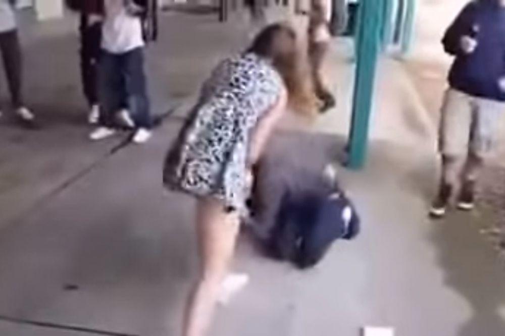 (VIDEO) UDR'I I BEŽI! Ona je pokazala da žene uopšte nisu slabiji pol... Neverovatno!