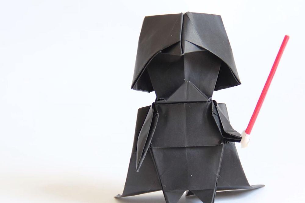 (VIDEO) RATOVI PAPIRNIH ZVEZDA: Napravite svog origami Darta Vejdera... lako i lepo!