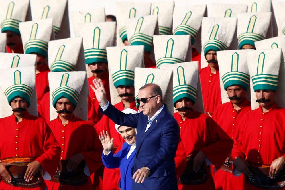 ŽELI DA MUSLIMANI PREPLAVE SVET: Erdogan traži od muslimanki da budu mašine za rađanje