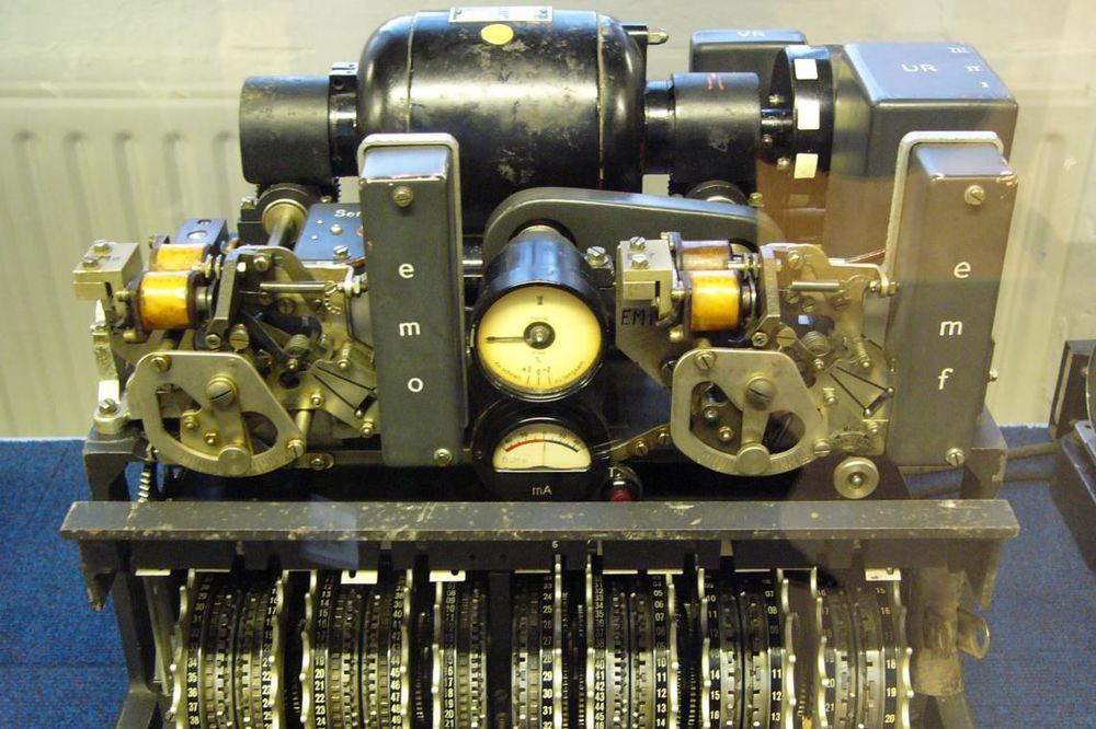 NIJE NI ZNAO ŠTA POSEDUJE: Nacističku mašinu za šifrovanje prodavao kao telegraf za 10 funti!