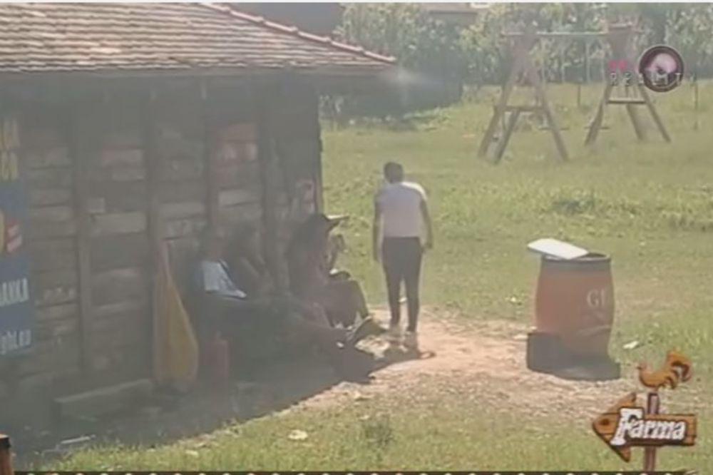 (VIDEO) PROSTAKLUK: Lepi Mića pljuvao Cecu po dvorištu!