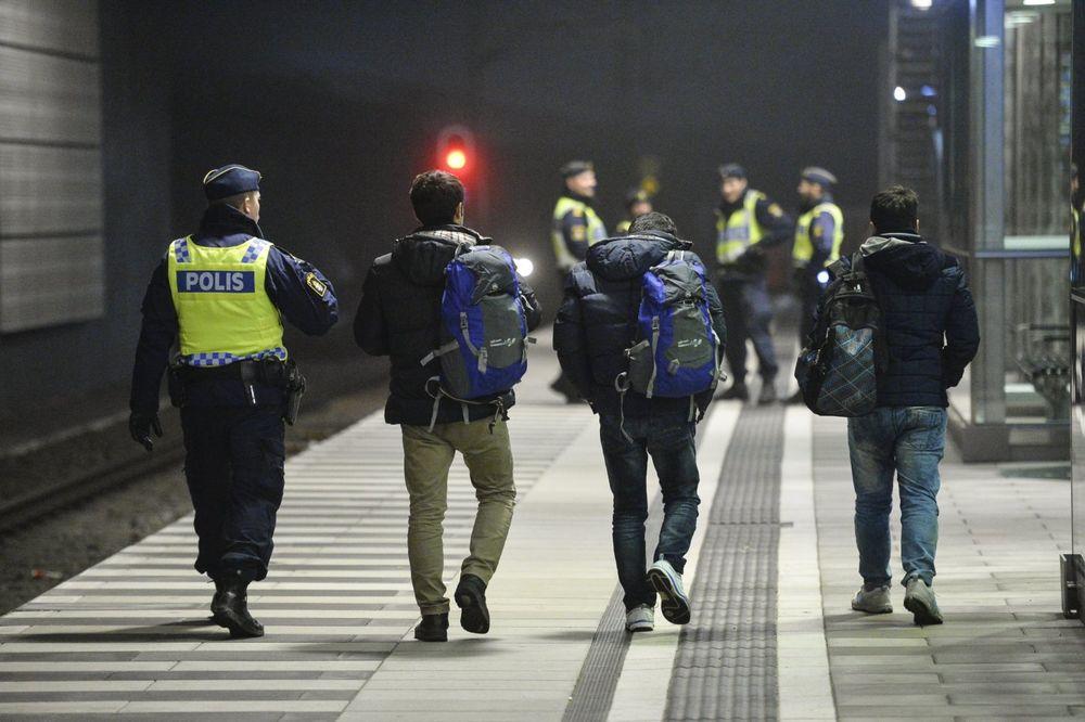 ŠVEDSKA PARLAMENTARKA: Izbeglice napadaju policajce i pale im kola!