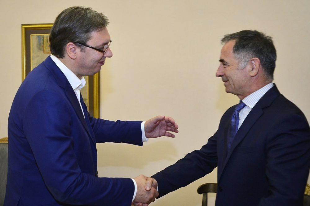 VUČIĆ SA PUPOVCEM: Teškoće Srba u Hrvatskoj rešavati dijalogom dveju zemalja