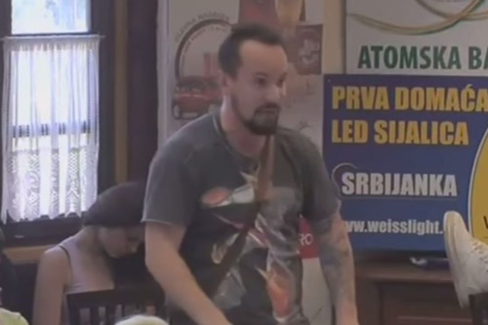 (VIDEO) OVAKVE PSOVKE NISTE ČULI: Reper se posvađao sa bivšim prijateljem