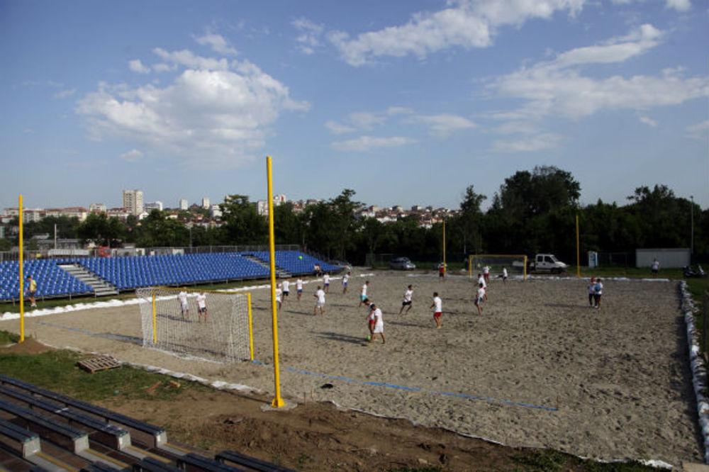 FUDBAL NA PESKU: Srbija dobija prvi stadion