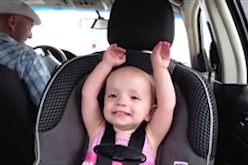 (VIDEO) NIŠTA SLAĐE DANAS NEĆETE VIDETI: Beba od 20 meseci sa neverovatnim talentom