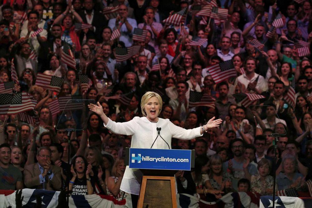 HILARI NA KORAK OD BELE KUĆE: Klintonova prihvatila nominaciju za predsednika SAD!