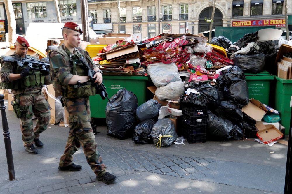 (VIDEO) OVAKO POČINJU EVRO 2016: 3.000 tona smeća smrdi po ulicama Pariza
