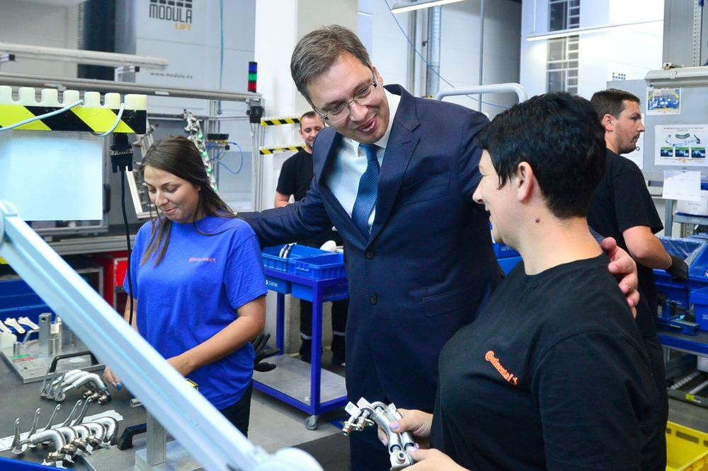 Vučić: Povećaćemo plate i penzije ako budemo imali dobre rezultate