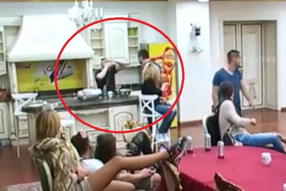 (VIDEO) JEDVA SPREČILI INCIDENT: Marko napao Brendona! Prvo ga je psovao a potom i pljunuo!