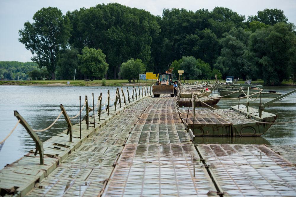DRAMA NA DUNAVU KOD LIDA: Zapalio se čamac, muškarac se spasao skokom u reku