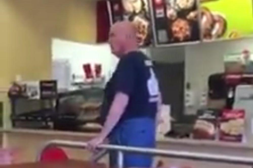 (VIDEO) NEOPRAVDANI BES: Napao je ženu zato što je dojila u javnosti