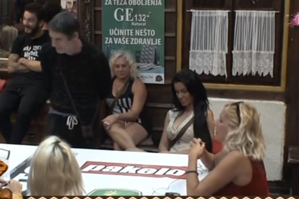 (VIDEO) LUDA NOĆ NA IMANJU: Mića ispolivao Jelenu, Saška jedva utekla batinama...