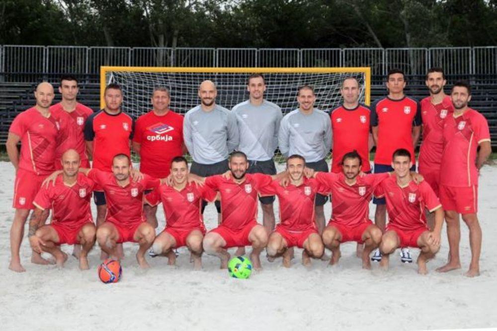 FUDBAL NA PESKU: Perić, Vučićević i Mijailović predvode reprezentaciju Srbije