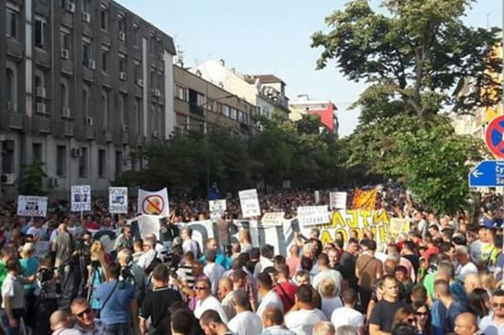 NOVI SAD: Održan protest Stop anarhiji ispred zgrade RTV