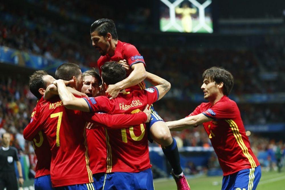 (VIDEO) RASPUCANI ŠAMPION: Španija razbila Turke pred Mažićem za osminu finala