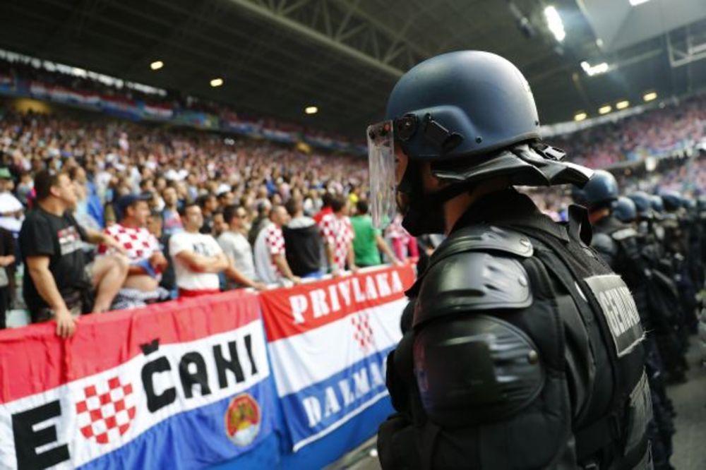 (VIDEO) TAJNA OPERACIJA SRPSKIH NAVIJAČA: Delije i Grobari otimali zastave Hrvatima po Francuskoj