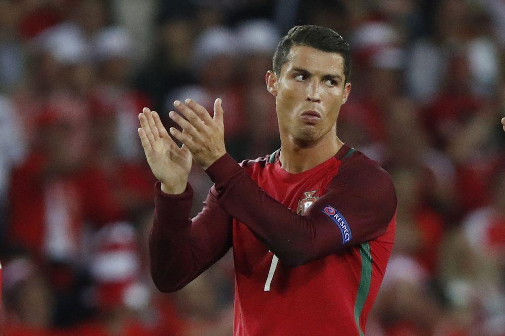 (VIDEO) SELFI SA RONALDOM: Portugalski tragičar pokazao koliki je car!