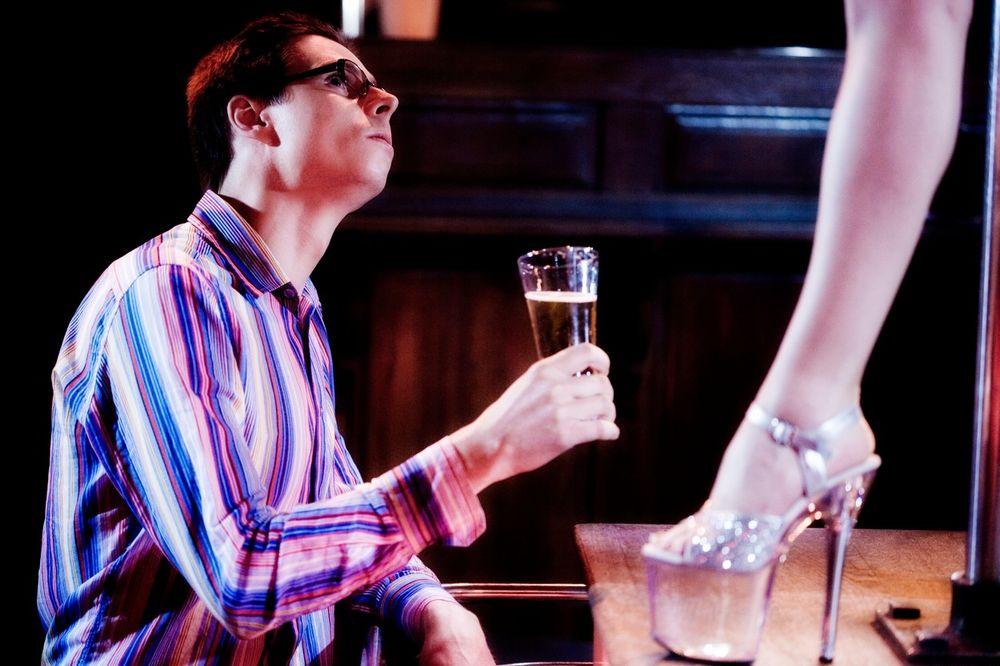 6 TAJNI STRIPTIZETA: Kako to piju sa gostima a nikada se ne napiju?
