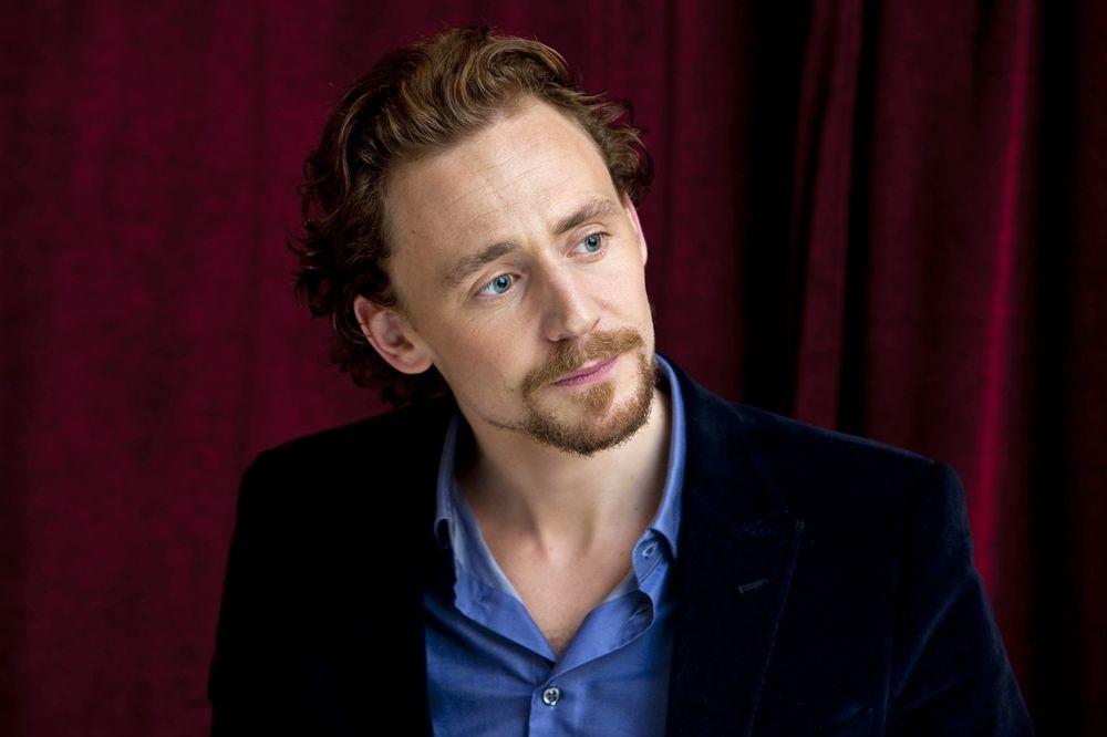 OSTAVLJA PEVAČICU: Tom se u vezi sa Tejlor Svift oseća kao POSLOVNA PRATNJA!