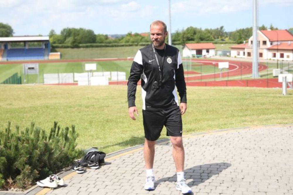 (VIDEO) CRNO-BELI JEDVA ČEKAJU PRVI MEČ: Tomić zadovoljan pristupom igrača na pripremama