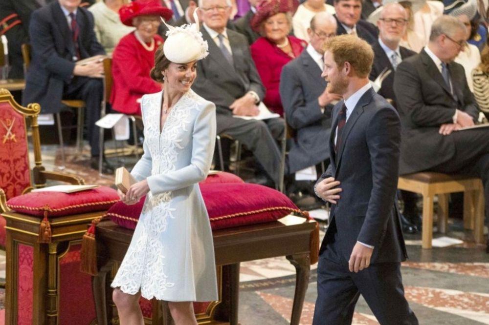 (FOTO) Vest koja potresa Veliku Britaniju: Princ Hari i Kejt Midlton u tajnoj vezi?
