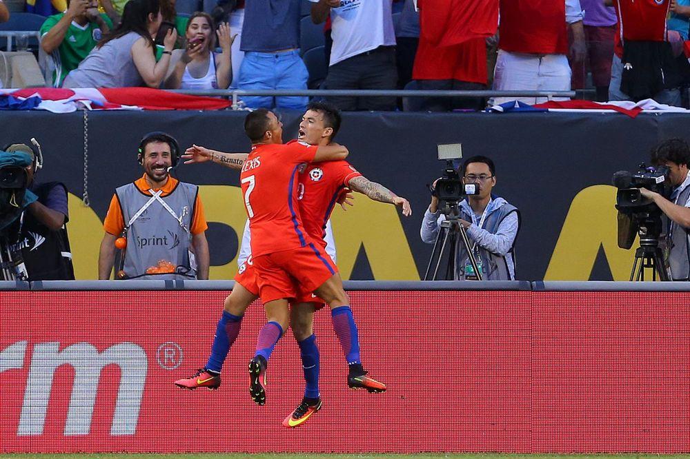 (VIDEO) HAOS U ČIKAGU: Čile u finalu, drugo poluvreme kasnilo skoro 3 sata