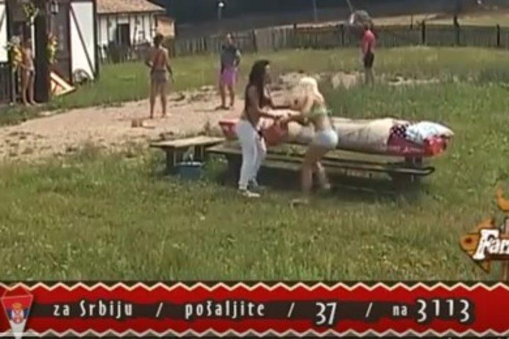 (VIDEO) FINALNA TUČA NA FARMI: Dušica i Marija Ana se brutalno vređale i polivale
