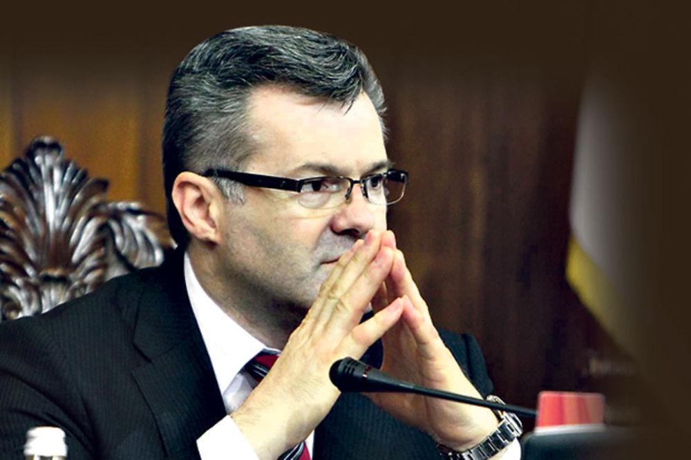 SULUDO: Igor Bečić kontroliše BIA, a falsifikovao diplomu!