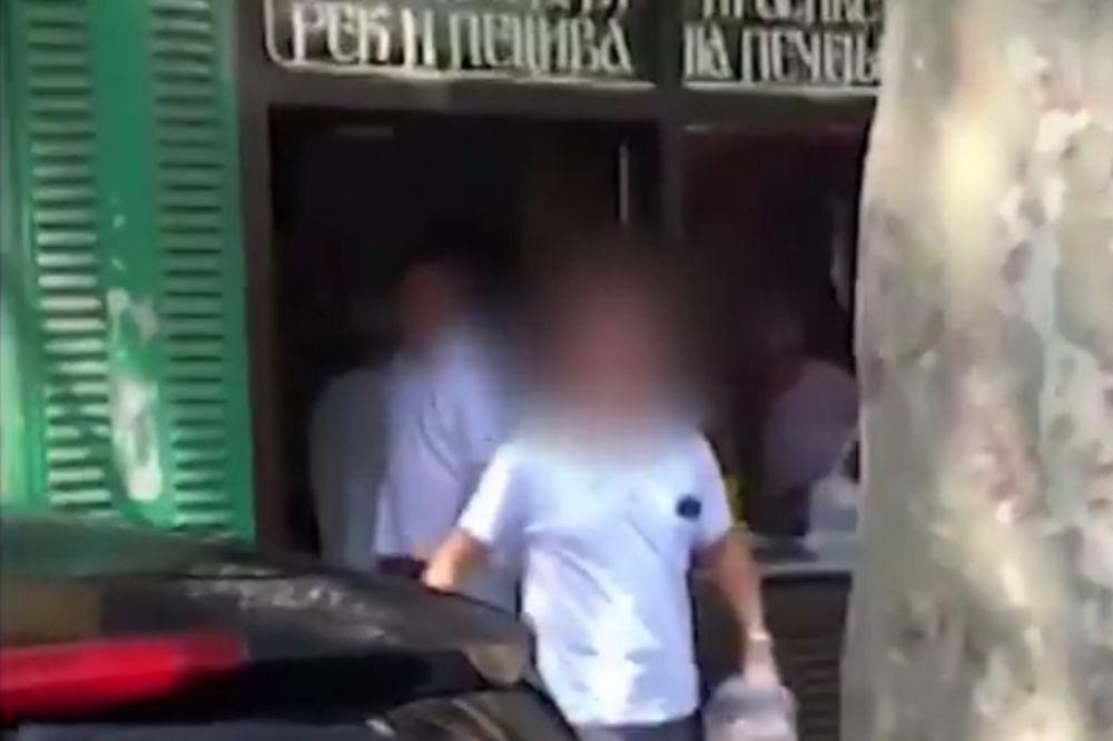 (KURIR TV) GLAD NE BIRA: Zaustavio tramvaj da svrati do pekare