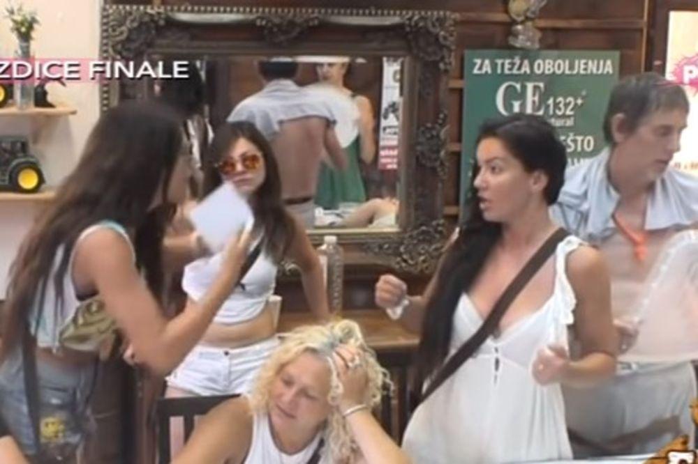 (VIDEO) ČERUPANJE NA IMANJU: Farmerke u klinču, Marija vukla Dušicu za kosu