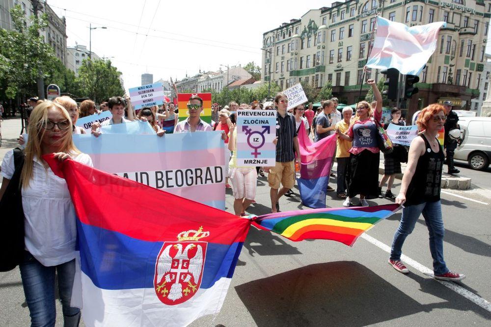 (FOTO) BEZ IJEDNOG INCIDENTA: Parada ponosa prošla centrom Beograda