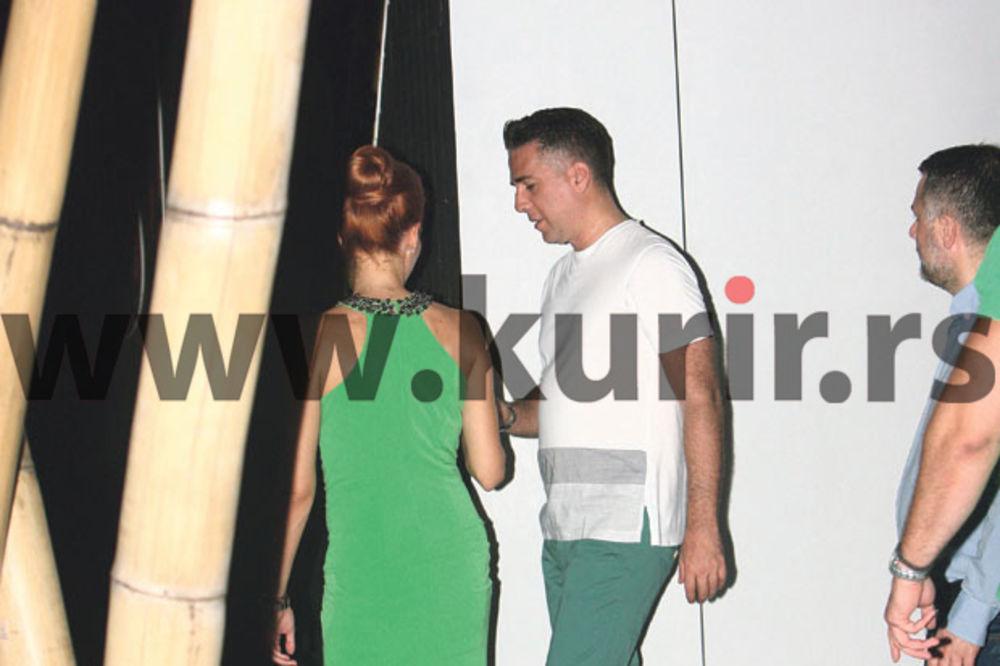 (FOTO) NE SME DA MRDNE: Jovana prati Željka i u WC