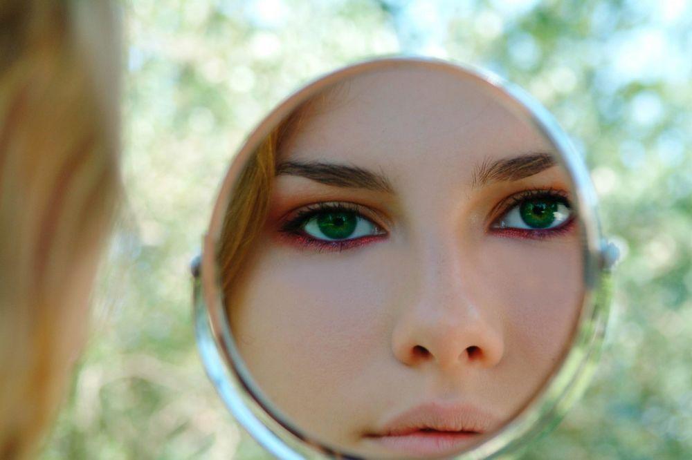 NE ŠETAJTE RAZMAZANU ŠMINKU: Budite savršeno našminkane i na visokim temperaturama