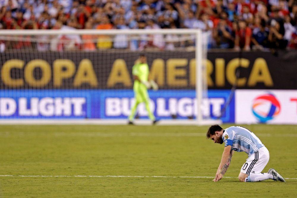 (VIDEO) ARGENTINSKO PROKLETSTVO: Mesi plakao kao kiša, promašio penal i najavio oproštaj