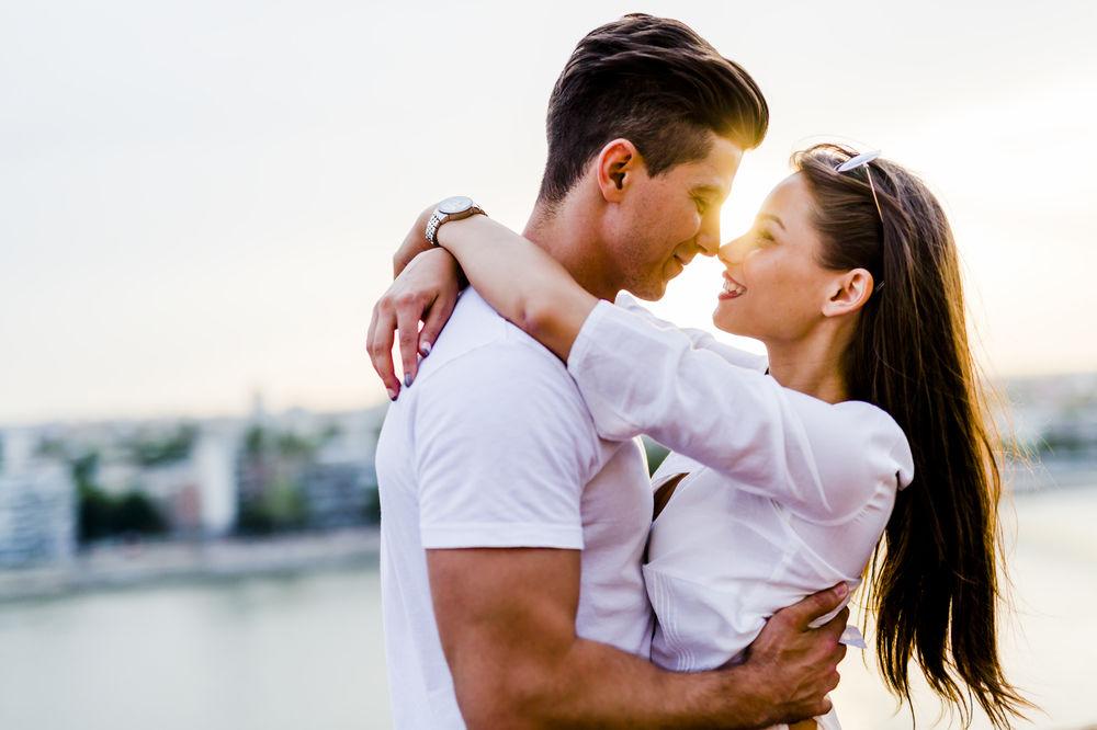 BEZ GREŠKE: 6 pouzdanih znakova da mu se sviđate